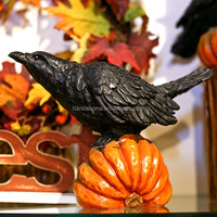 Wholesale Resin Raven Stand On The Halloween Pumpkin