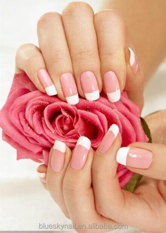 Фото рук с маникюром с цветами