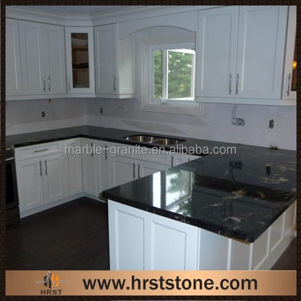 noir granite comptoir de cuisine avec blanc armoires