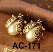 Arete de mariquita con perla