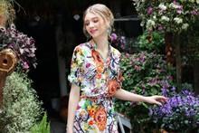 En el verano de 015 las nuevas mujeres de impresión de ropa una palabra vestido de gasa de seda con mangas cortas