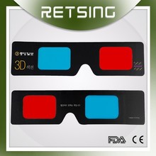 Rojo de mano cyan gafas 3D de papel para películas en 3D