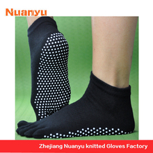 China Manufacturer Adult Slipper Socks With Grippers