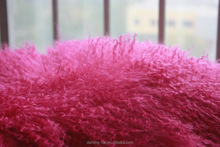 Factory wholesale pink curly fluffy tibetan lamb fur cushions luxxury real fur pillow for home decor