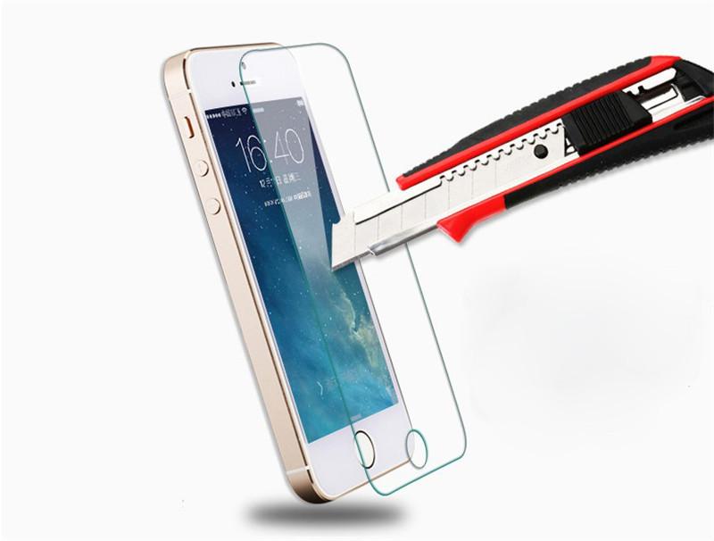 Стеклянная защита для iPhone 5/5c/5s. Выполнена из закалённого стекла твёрдостью 8H, и обеспечивает улучшенную защиту экрана iPhone от царапин и ударов. Не царапается металлическими предметами и стеклом.