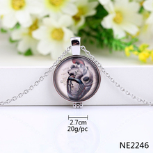 New arrival round glass pendant magnetic necklace open for a picture
