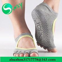 Factory wholesale Dancing free toe no skid balance pilates no toe socks happy feet grip floor socks bamboo yoga socks