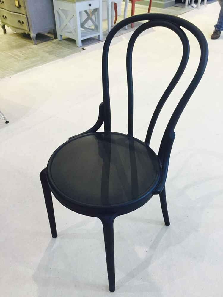 Commerciale meubles ikea chaises empilables royale for Ikea chaises pliantes et empilables