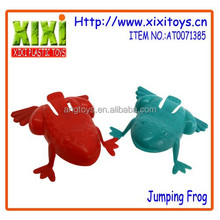 2015 Cheap plastic jumping frog games promotional toys