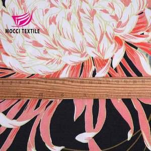 Toptan 100% polyester trinda yaprak keçi baskı için kumaş elbise