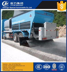 asphalt synchronous chip sealer, 6x4 8m3 truck distribute bitumen and aggregate at the same time, model CLW5251TYH