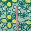 de la muestra patrón de la tela del bordado con cuerda capítulo sobre malla transparente
