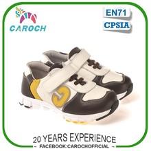 Marca de cuero auténtico zapatillas de deporte los niños carta detallando los niños calzado deportivo chico c-5303