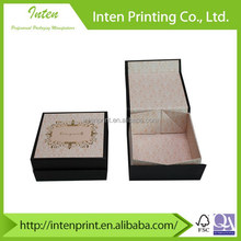 Small clamshell foldable gift boxes with magnetic