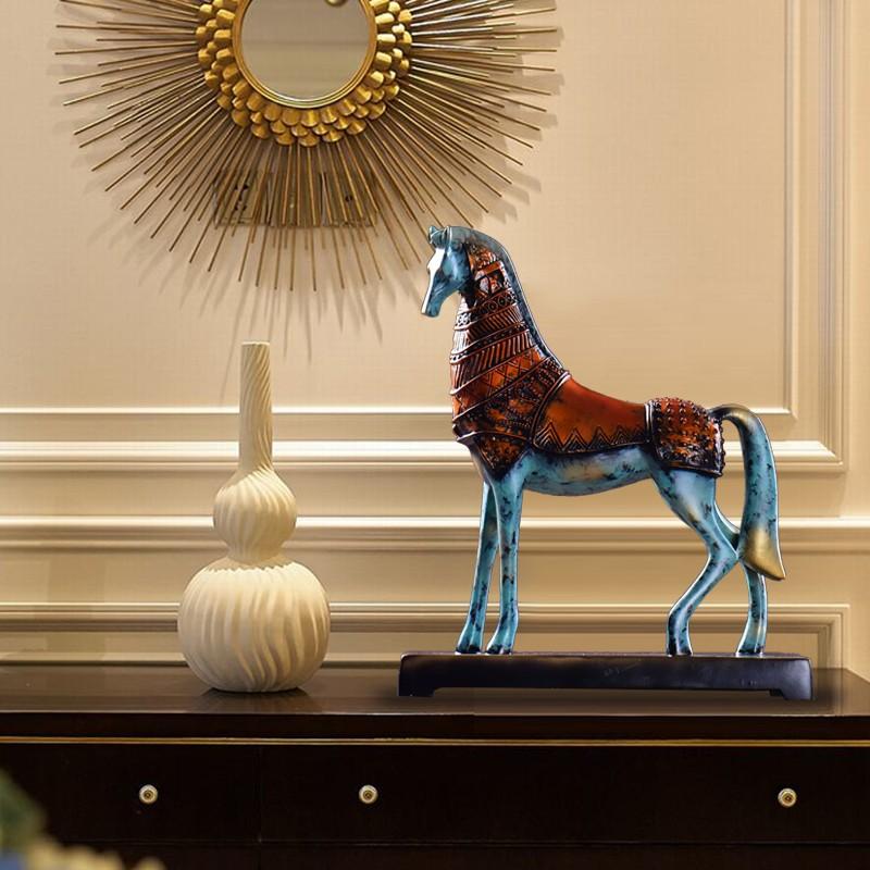 horse figurine 6