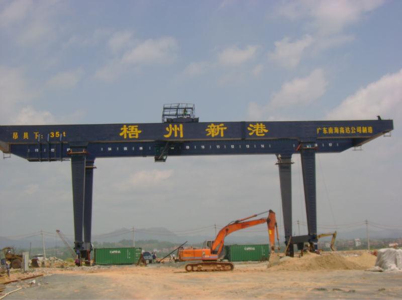 container gantry crane rail type main Rail mounted container gantry crane is usually  featuring u type structure, rail mounted container gantry crane features enough headroom  main electric parts.