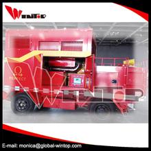 Combates camión de bomberos con la bomba contra incendios