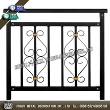 hermoso balcón de hierro forjado barandilla de diseños