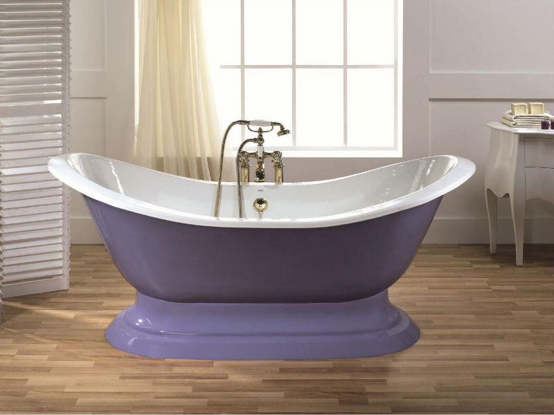 Bathtub Supplier Old Bathtub With Blue Bubbles Of Soap