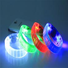 Supply of LED silicone glow bracelets fashionable flash cheer bracelets