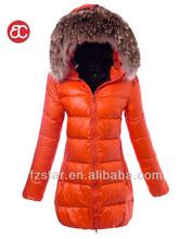Con estilo mid- longitud hacia abajo con abrigo de piel de mapache pq310