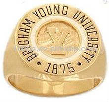 personalizado diseño más reciente de la escuela de oro anillo de venta al por mayor precio de fábrica profesional fabricante