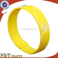 chinese supplier customized embossed logo rubber colorful silicone bracelet charms