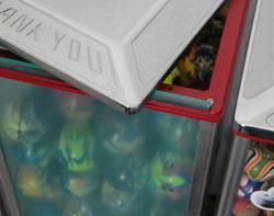 Игрушка капсула / надувной шар / игры торговый автомат