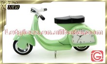 Trendy zinc alloy Scooter shaped metal table clock