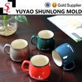 Classique céramique colorée tasse avec simplement motif