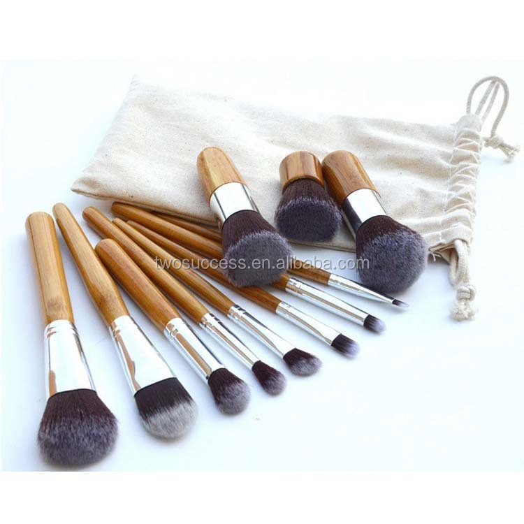 cosmetic brush with pouch