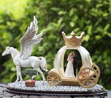 Light Carriage resin wedding favor high-grade wedding gift