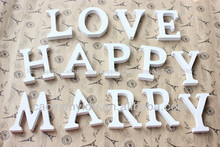 mdf pintado de blanco libre de pie carta de madera decoración de la boda accesorios de decoración para el hogar