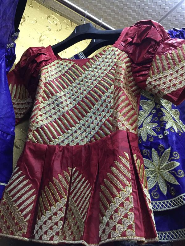 100% Baumwolle afrikanisches Gewebe Bazin <span class=keywords><strong>Kleidung</strong></span> passenden Spitzen Frauen kleiden