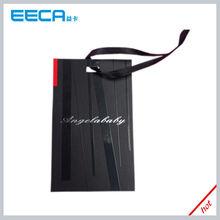 la confección de papel de cartón negro etiqueta de la caída con cinta de seda
