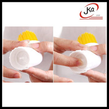 jka creative portable Windows grooves brush cleaning floor can put detergent decontamination door Gap brush