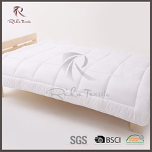 Hot sales white polyester baby quilt, soft customized size bed set