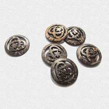 2015 yiwu new fashion design coconut sweater button ,4 holes round natural coconut button