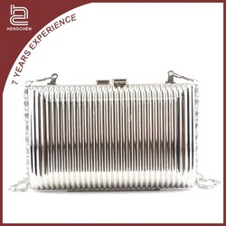 Metal Shoulder Bag for Women Wholesale Handbags Manufacturers