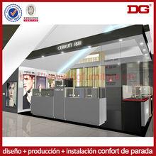 Dise o kiosco reloj centro comercial de madera cubierta retail for Disenos de kioscos de madera