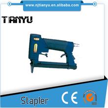 21 Gauge Upholstery Air Stapler 8016