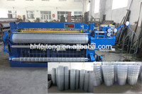 Automatic wire mesh welding and roll forming machine