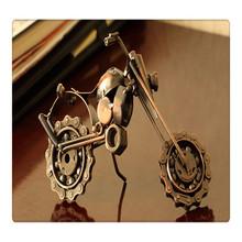 Metallo motociclo arte da collezione- a mano rottami metallici ruota di catena moto scultura- finitura rame