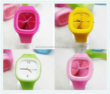 2015 Hot Selling Wholesale slim silicone sport watch