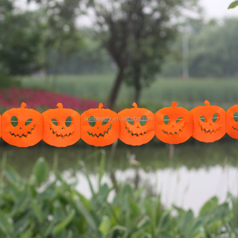 Guirnalda hecha a mano de diferentes tipos de papel crepé, Halloween decoracion