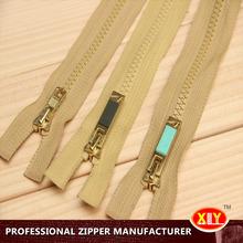 2015 hot sale custom length custom pull plastic zipper , christmas clothing zipper