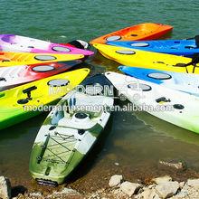 moderno parque aquático de diversões passeios de caiaque de pesca
