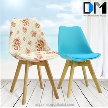 Wholesale Modern Plastic Dining Room Chair with Solid Wood Legs/
