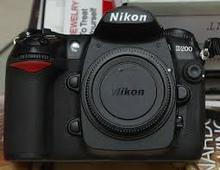 Nikon D200 10.2MP Digital SLR Camera with 18-200mm f 3.5-5.6G ED-IF AF-S VR DX Nikkor Zoom Lens