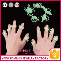glowing spider / scorpion / bat / centipede / scolopendra / Skull Heads / pet laser ring rubber tags J129